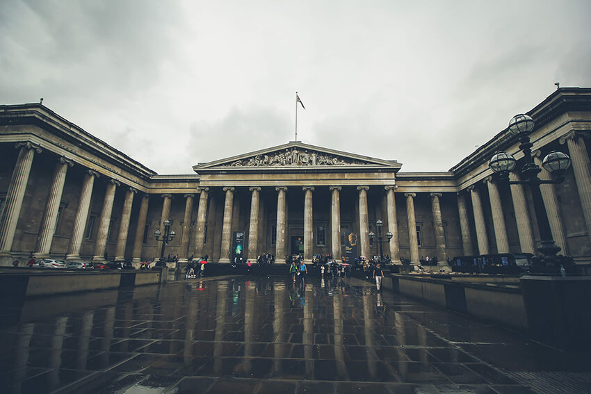 Neoclassical elements in Britain's national museum of art in London