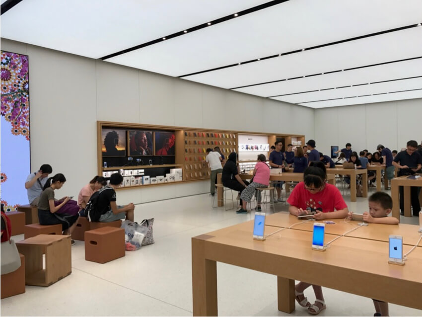 resting areas that slow down customers at an Apple Store