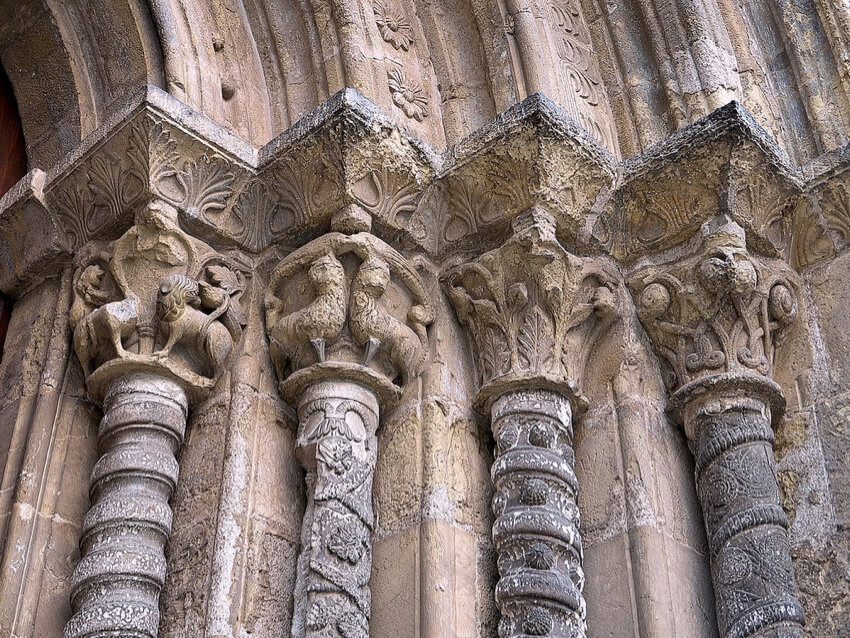outer sculptures of a cathedral